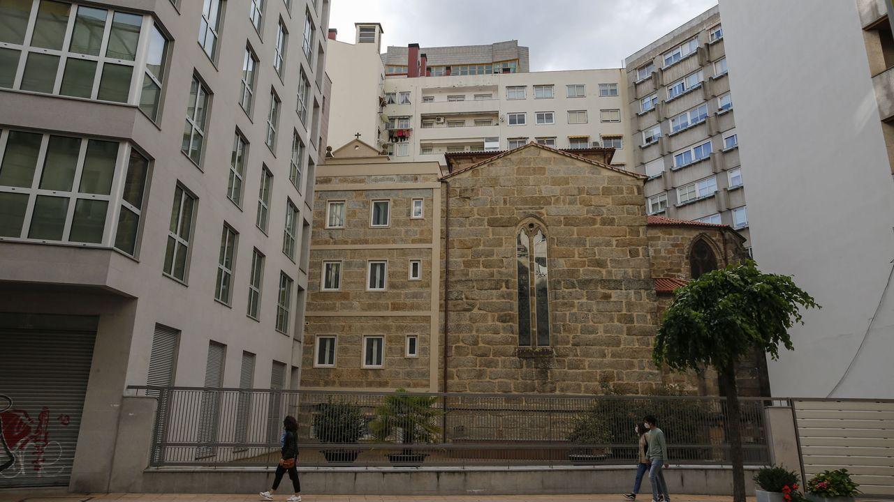 El edificio de la polémica, a la izquierda