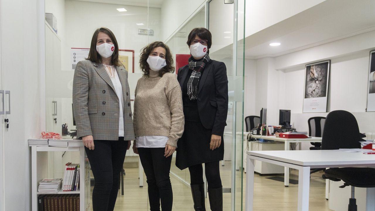 Sofia Liste, a la izquierda, con el equipo de Nortempo en Ourense