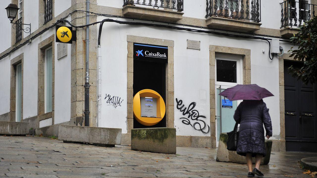 La sucursal de CaixaBank hizo las maletas, era el último banco que quedaba en la Ciudad Vieja. La oficina bancaria más cercana está ahora en San Agustín. Dos pubs, un restaurante en el Rosario y otro local en Troncoso cerraron en los últimos seis meses