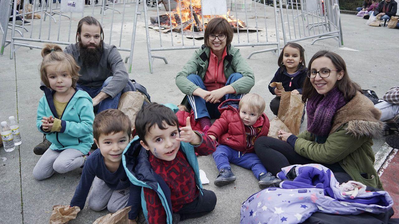 MAGOSTOS 2019.En el parque Barbaña, el magosto del Concello de Ourense reunió a familias que se aposentaron donde pudieron para tomar la merienda.