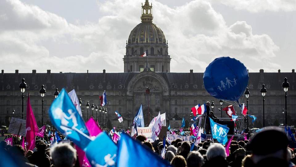 Histórica derrota socialista.Royal y su predecesor, Philippe Martin, al asumir su cargo de ministra de Ecología y Energía.