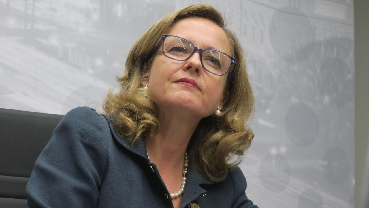 La ministra Calviño plantea una reforma del sistema fiscal para combatir el déficit estructural.La ministra de Economía, Nadia Calviño