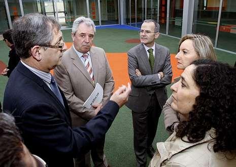 Lorenzo con la delegada territorial de la Xunta y la jefa territorial de Benestar