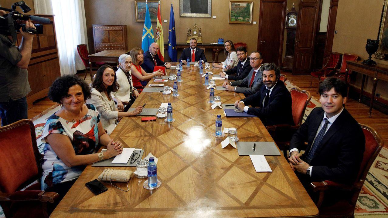 La recta final del Sella.El nuevo ejecutivo asturiano liderado por el presidente del Principado, Adrián Barbón (c), durante su primer consejo de gobierno celebrado este jueves en Junta General del Principado, tras la toma de posesión del cargo de los integrantes del gabinete.