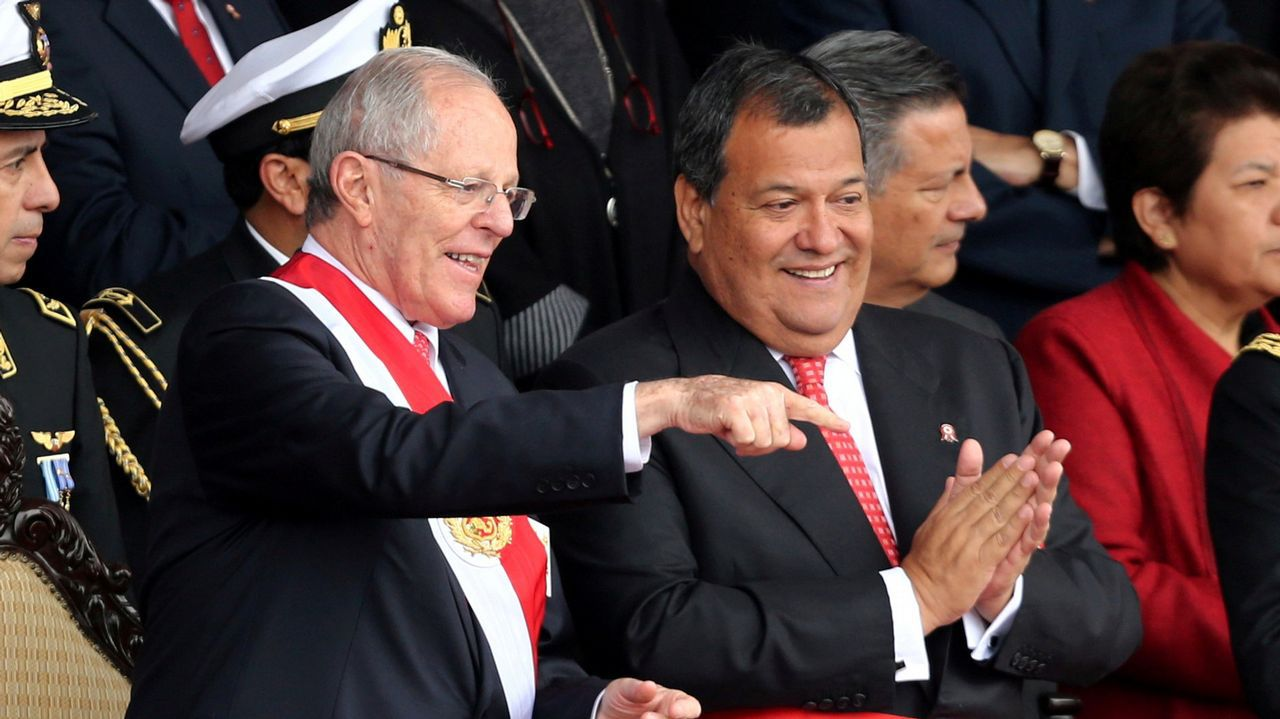 Pedro Pablo Kuczynski (izquierda) y su hasta ahora ministro de Defensa, Jorge Nieto