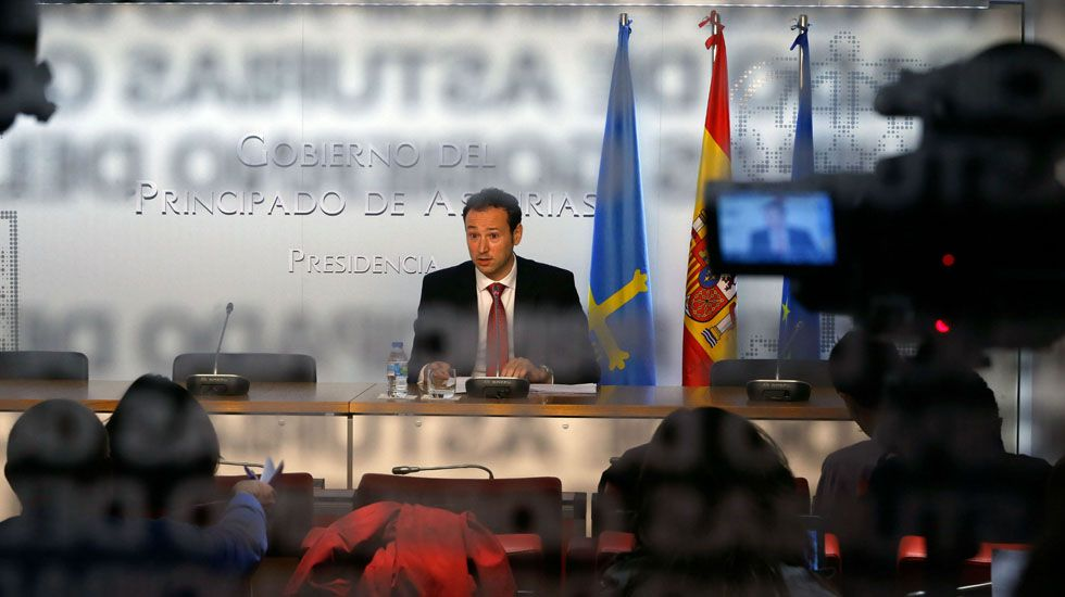 El secretario general de Foro Asturias, Francisco Álvarez-Cascos; junto a Cristina Coto e Isidro Martínez Oblanca.Susana López Ares e Isidro Martínez Oblanca