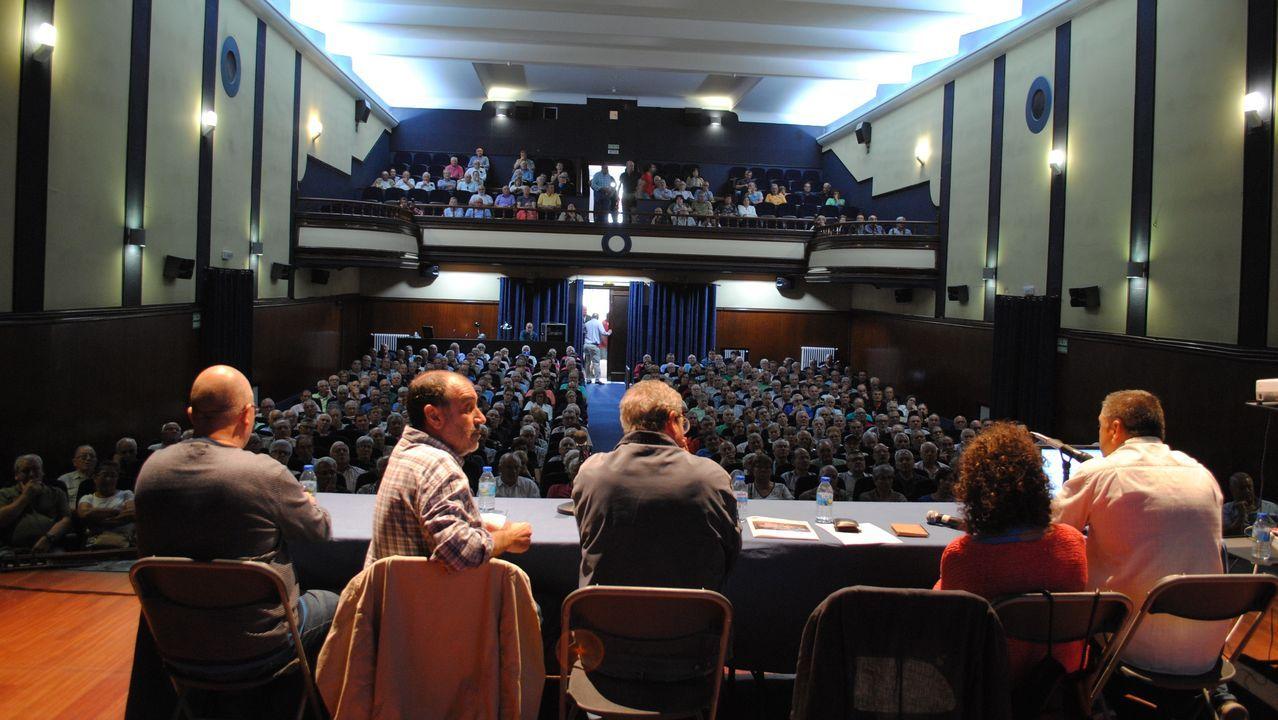 Alrededor de mil personas se trasladaron a la movilización de Santiago ante la Xunta