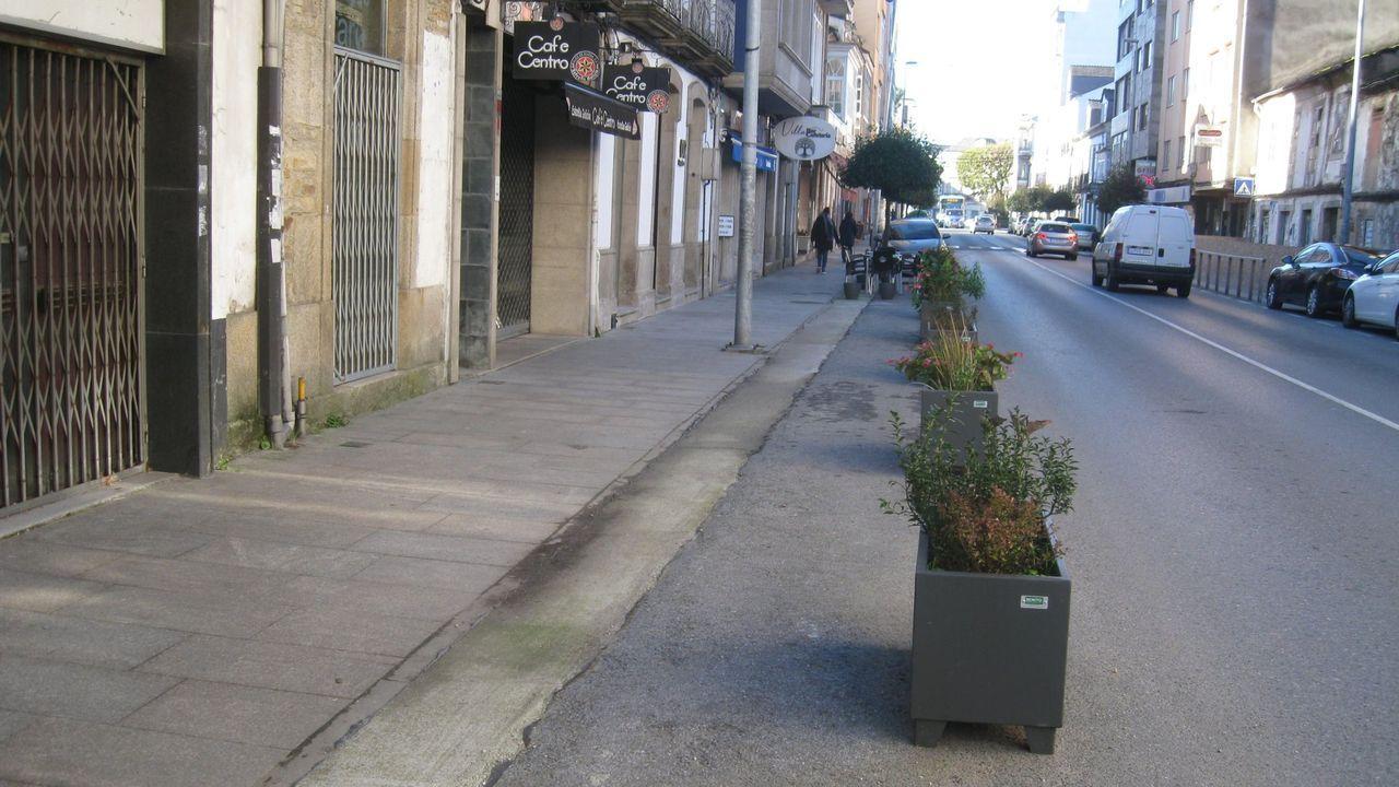 Rúa da Pravia, con negocios de hostelería cerrados, el pasado otoño