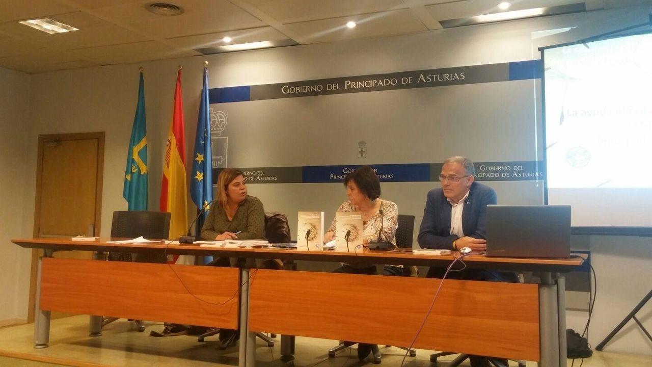 Presentación del informe de Gimena Llamedo (Agencia Asturiana de Cooperación al Desarrollo), Carlos Mediano (Medicosmundi Asturias) y Nieves Castaño (Médicos del Mundo Asturias)