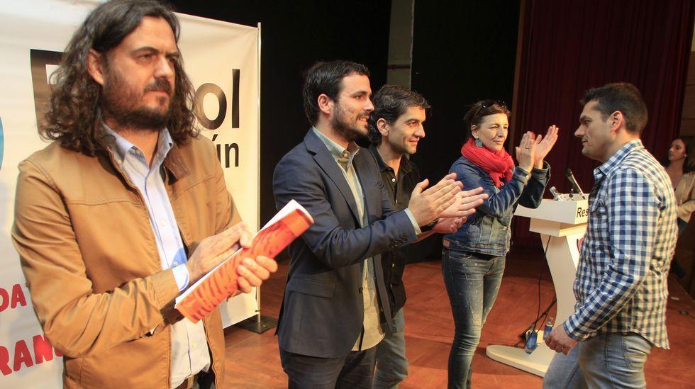 Alberto Garzón, candidato a las generales de IU, participó en un acto de Ferrol en Común en el centro cívico de Caranza