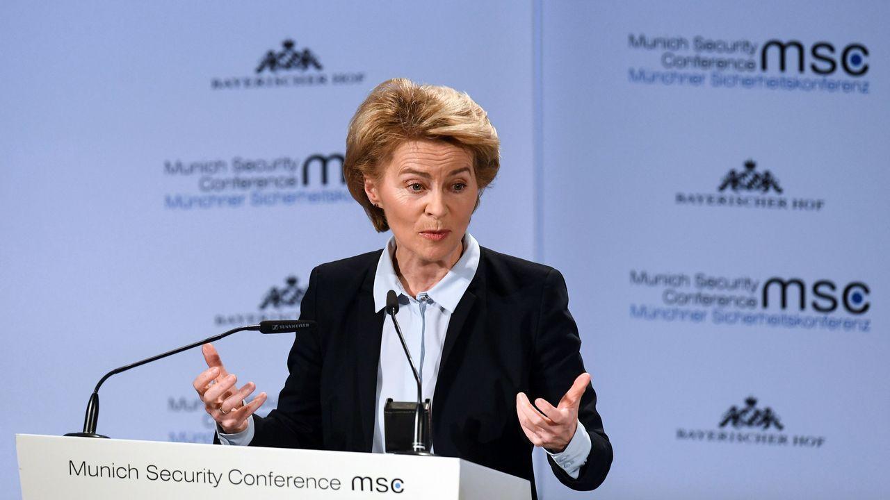 La ministra alemana de Defensa, Ursula von der Leyen, durante su discurso en la apertura de la cumbre