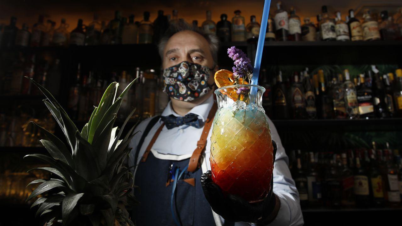 P., con 36 años de experiencia, es el gerente del pub Alquimia, en Campo Castelo