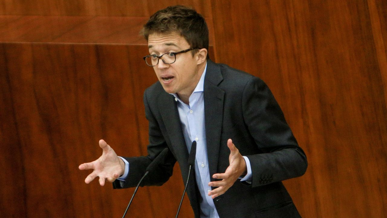 El Rey recibe en Zarzuela a las presidentas del Congreso y del Senado.Errejón le habría encargado a Carolina Bescansa la preparación de listas en Galicia