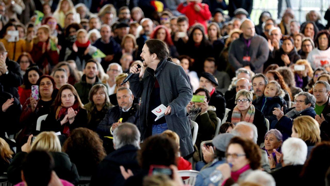 El secretario general de Podemos y candidato a la Presidencia del Gobierno, Pablo Iglesias, durante el acto celebrado en el polideportivo La Camocha de Gijón.