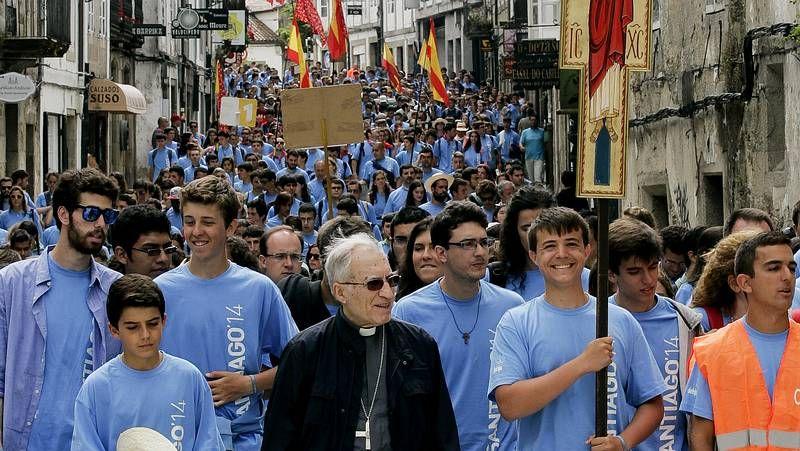 Cerca de 1.000 jóvenes católicos recuerdan en Santiago la visita de Juan Pablo II.El complejo del Monte do Gozo acoge hasta el sábado el festival Brincadeira, por el que pasarán Gloria Gaynor, Fangoria o Georgie Dann.