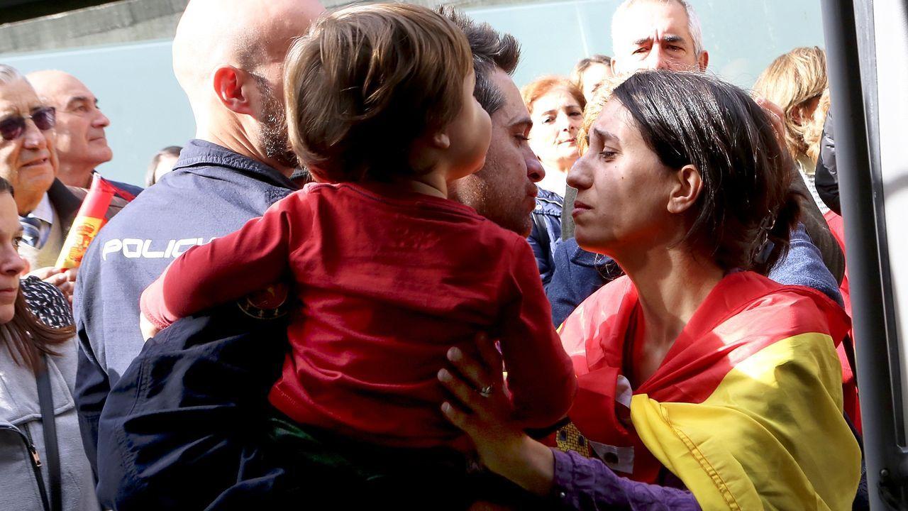 Más de 1.400 simpatizantes reciben a Abascal en Vigo