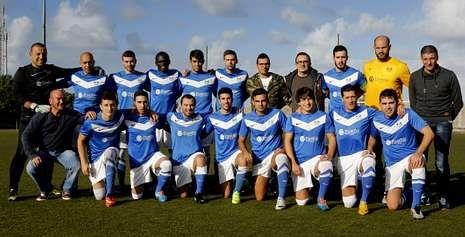 La gala del Balón de Oro, en fotos.Baba y Cololo reforzaron la plantilla del Malpica, integrada por 23 futbolistas y de la que causaron baja David Castro y Juan Carlos.