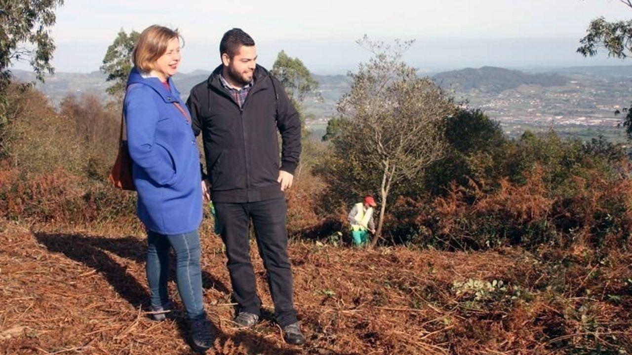 Rubén Rosón y Ana Taboada en el Monte Naranco