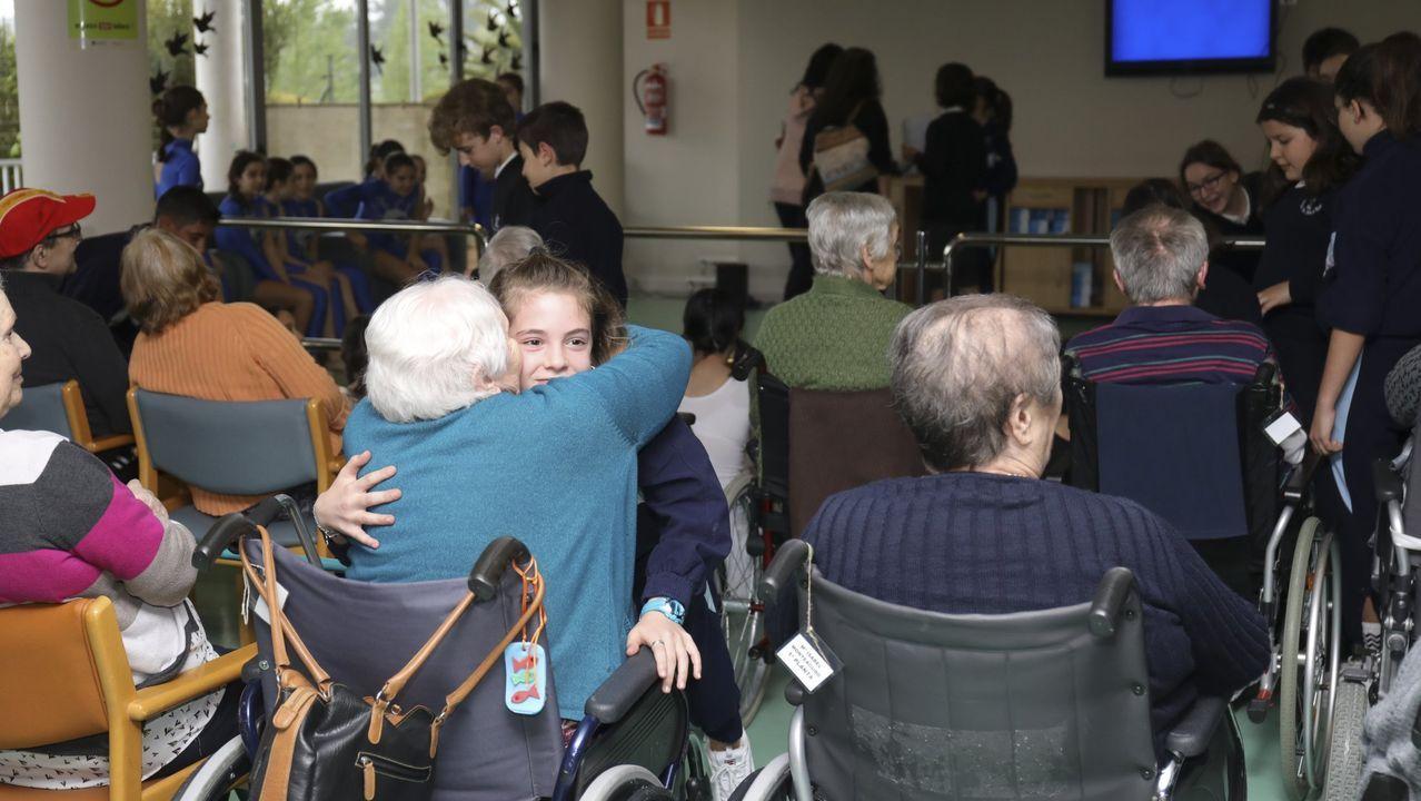 Actividad intergeneracional en la residencia de mayores de Volta do Castro