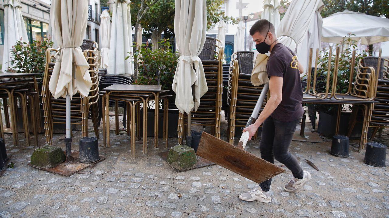 Jornada de protestas de la hostelería gallega.La franja horaria no contenta al sector, que pierde clientela al cerrar a las seis de la tarde