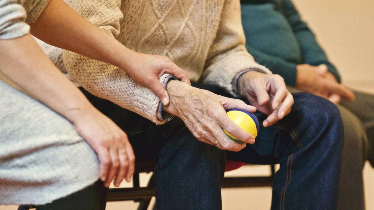 ancianos, anciana, mayores, centenarios.Trabajos de desinfección en la residencia de ancianos de Grado
