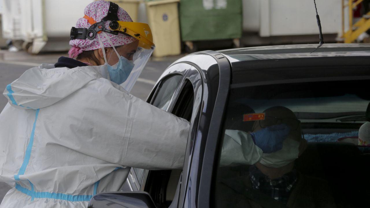 Test del coronavirus en el autocovid del Chuac, en A Coruña