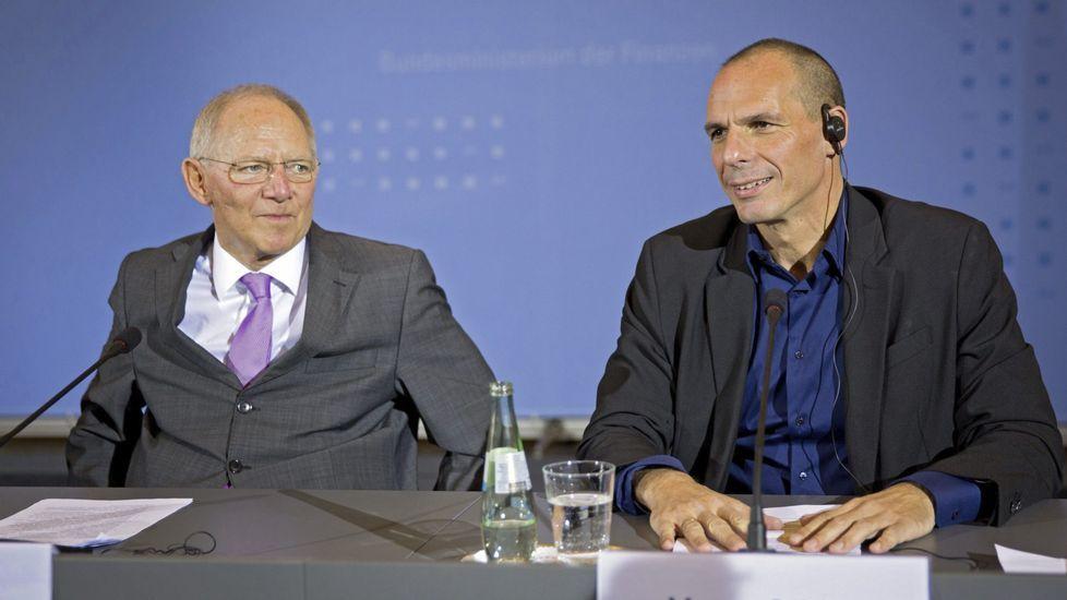 «Vía V» Entrevista a Alberto Garzón.El ministro de Finanzas griego, Yanis Varufakis, y su homólogo alemán, Wolfgang Schäuble