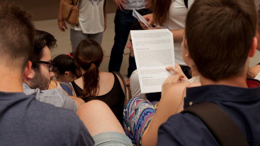 Estudiantes nun exame