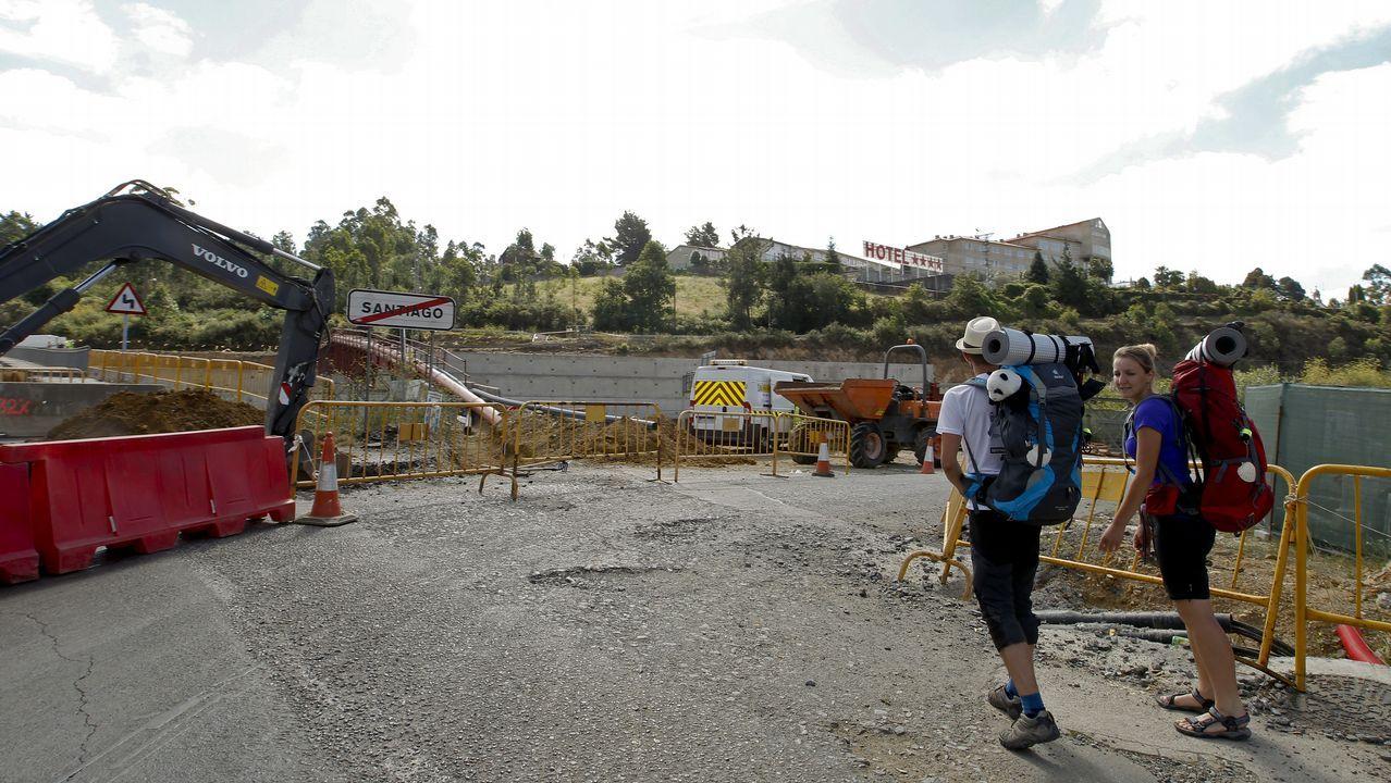 Desconcierto de conductores y peregrinos al cerrarse el puente de San Lázaro