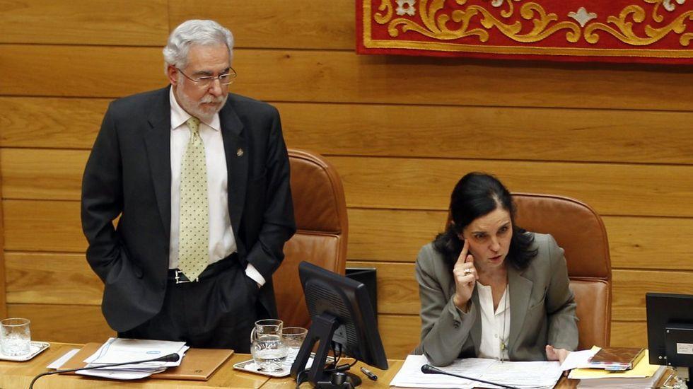 Santalices se estrena como presidente del Parlamento de Galicia.Pilar Rojo, junto a Miguel Santalices en el Parlamento