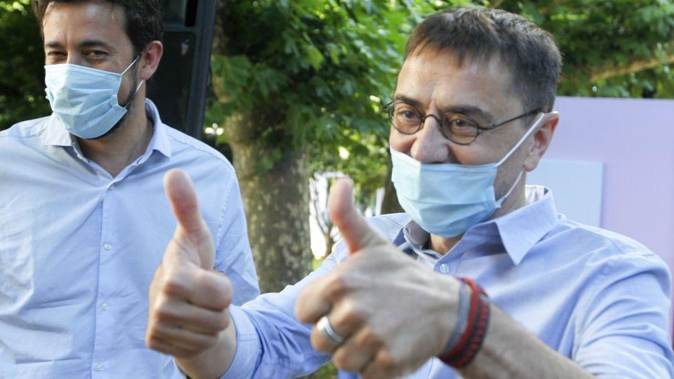 Juan Carlos Monedero, cofundador de Podemos, junto al líder de la formación, Pablo Iglesias