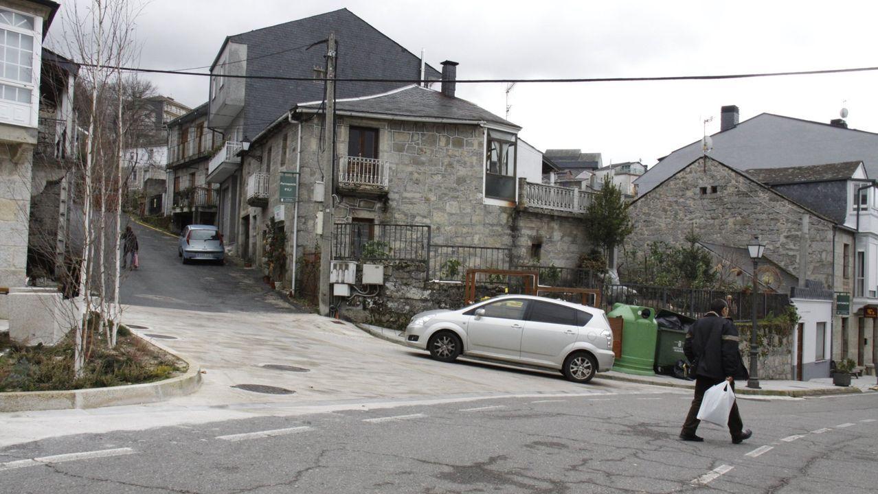 Vecinos en A Veiga, uno de los concellos con menor densidad de población