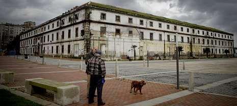 Con las obras se recuperará el edificio central de la Fábrica de Tabacos, muy deteriorado desde su cierre en diciembre del 2002.
