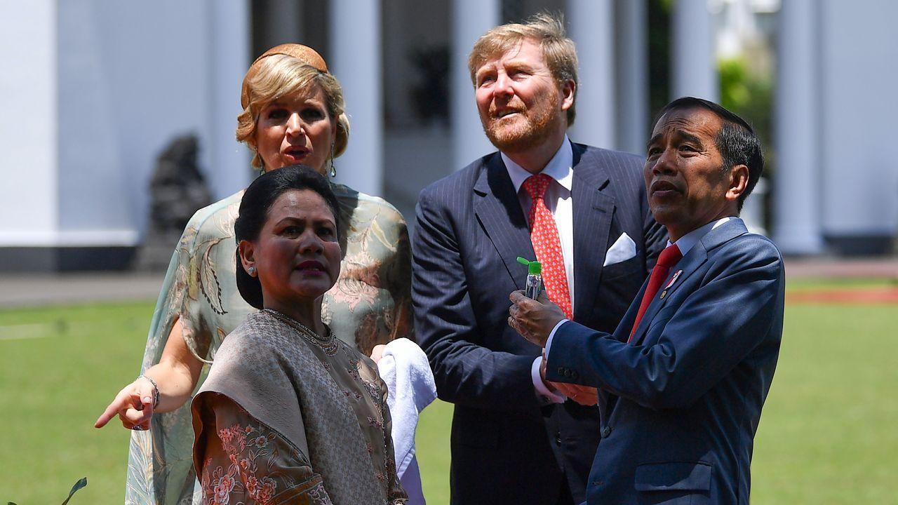 selectividad, pau.Los reyes de Holanda y el presidente indonesio y su mujer se desinfectan las manos antes del acto en el palacio Bogor
