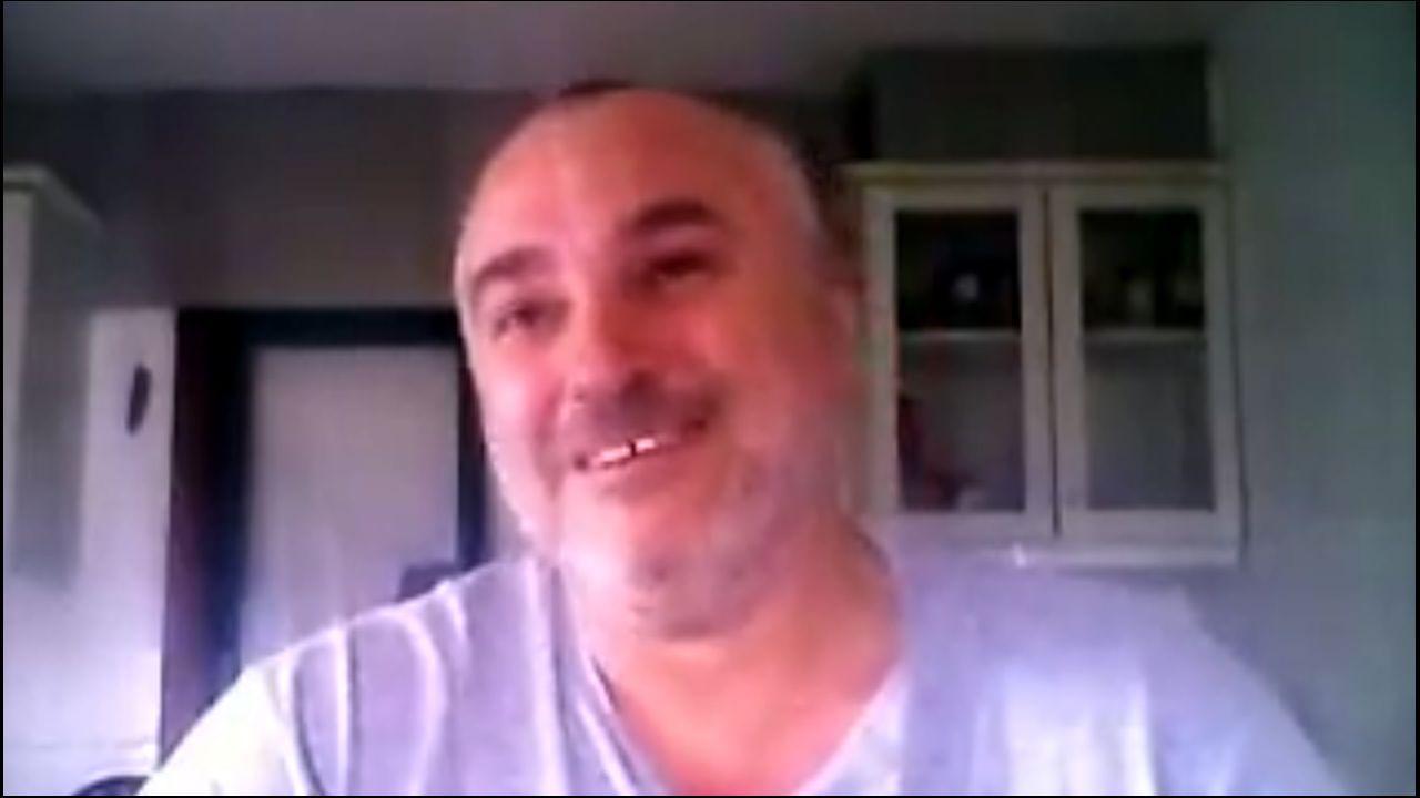 El profesor de la USC vuelve a usar su tono burlón y retador en el vídeo que alojó ayer en Facebook