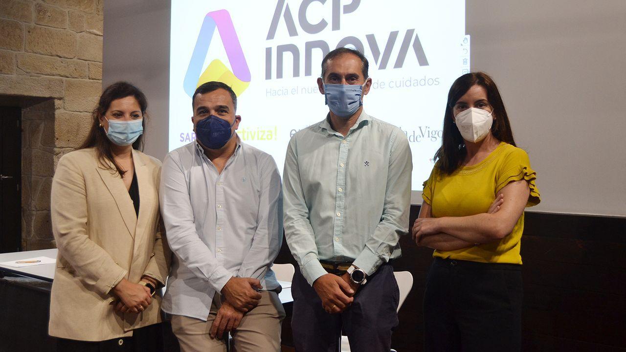 Protesta en el IES Illa de Arousa.Noelia López, Ricardo Fra, José María Cancela y Lucía Saborido, ayer, en la presentación de la Cátedra ACP-Innova en la Casa das Campás