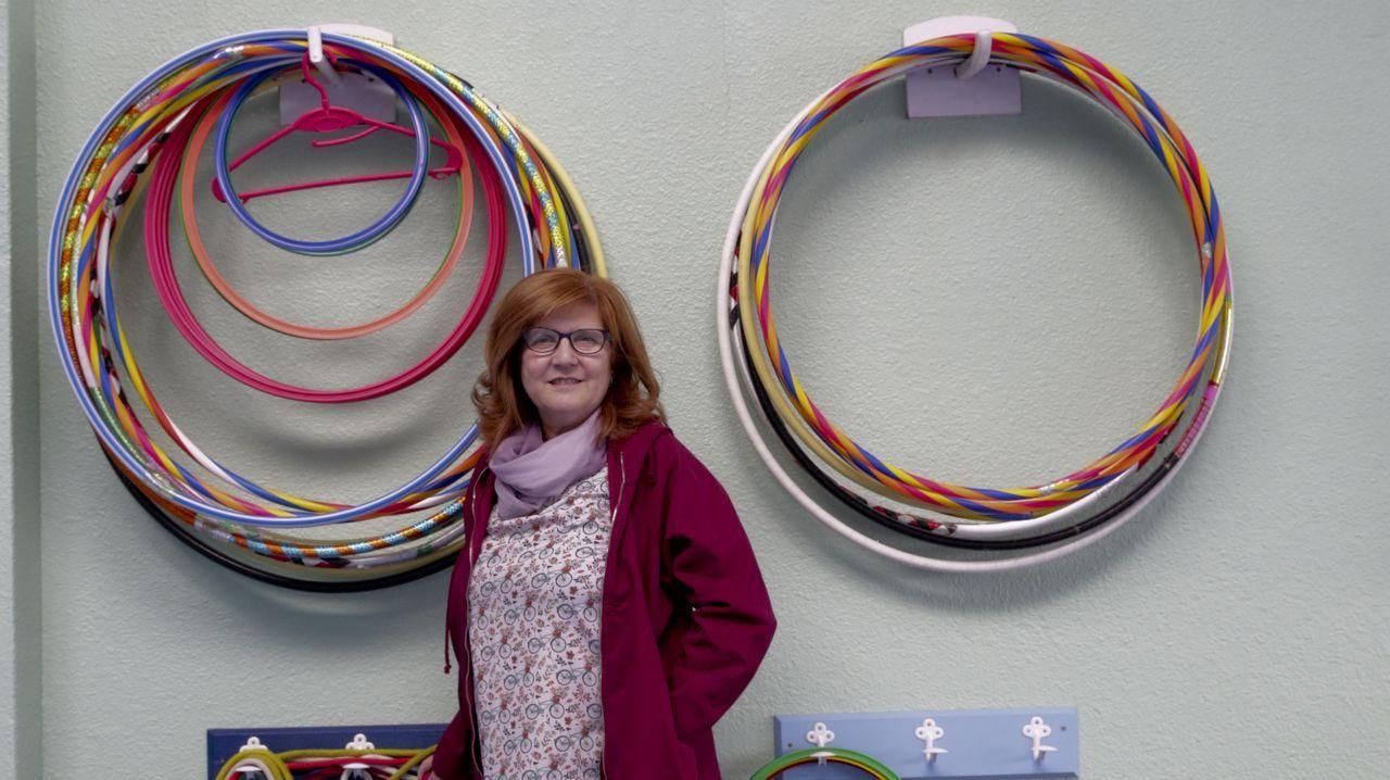 Las joyas que hace Carmela molan.Luján Argüelles, beneficiarias y María Parra, directora de la Fundación Diversión Solidaria