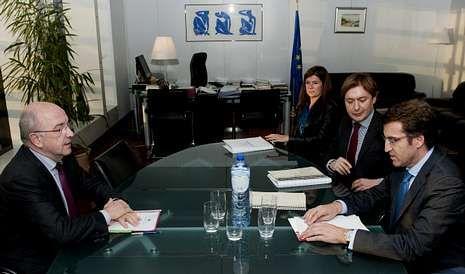 <span lang= es-es >Almunia y Feijoo</span>. Ambos líderes políticos se han visto las caras ante la reestructuración financiera y las ayudas al naval.