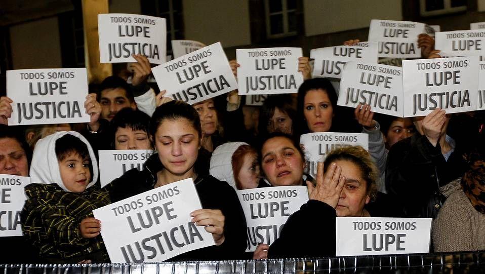 Alonso desvela la incógnita en el hemiciclo.Concentración en repulsa por la muerte de Lupe, la última víctima de violencia machista en Galicia.