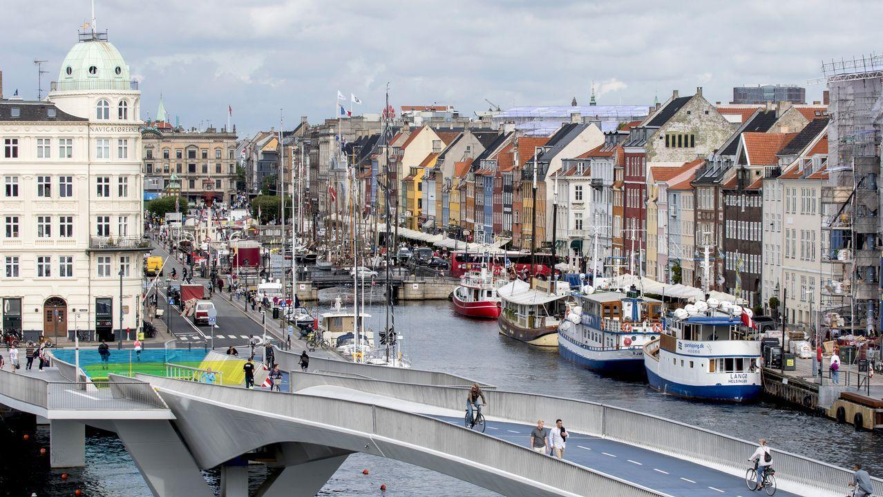 Copenhague. En los años ochenta la ciudad había perdido pujanza y afrontó un cambio urbanístico que cubrió el viejo puerto de barrios residenciales e infraestructuras de vanguardia. Museos, piscinas y edificios de la universidad ocuparon una zona que se había quedado fuera de uso.