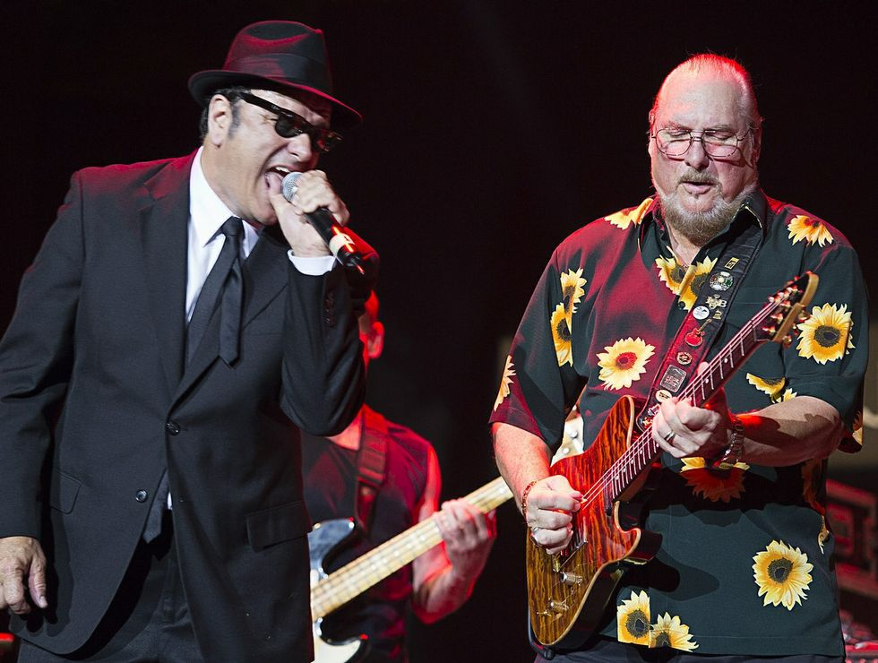 Steve Cropper, a la guitarra, con The Blues Brothers Band, en el Festival de Jazz de San Javier del 2013.