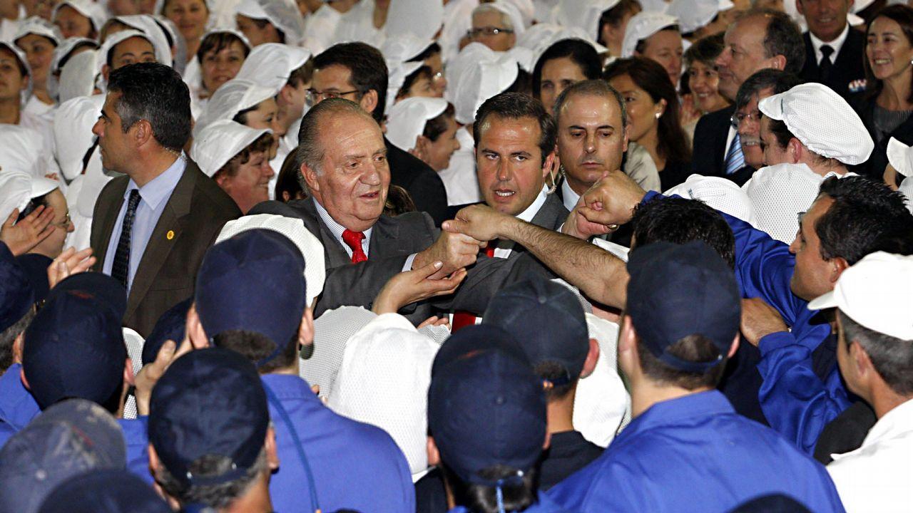 Al rey le gustan los pimientos de Padrón.Imagen de archivo del Rey emérito Juan Carlos, junto a su hijo, el Rey Felipe VI, durante la última reunión del patronato de la Fundación Cotec el pasado 14 de mayo