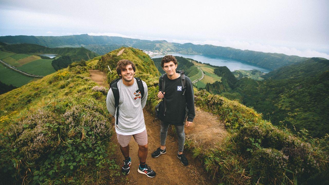 Alumnos del CEIP Santa Rita de Galdo de  peregrinos  del Camiño do Mar, en su proyecto Voz Natura