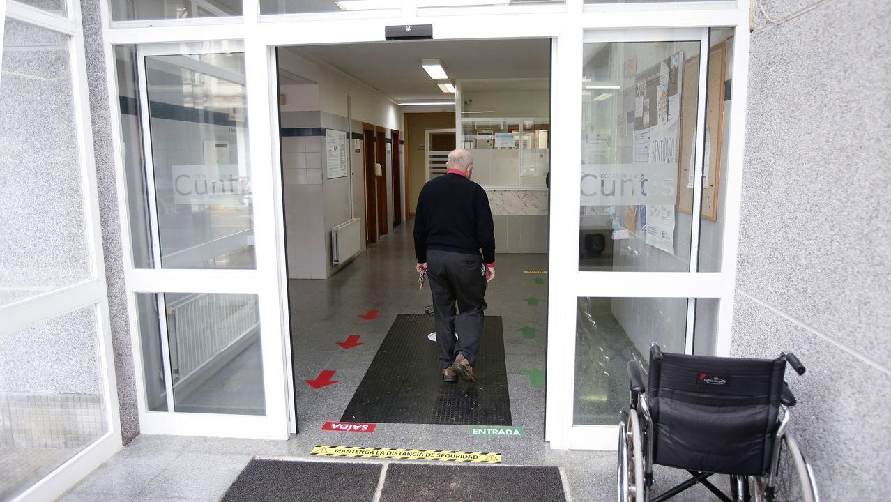La escalada de casos en Cuntis - en la imagen el centro de salud - preocupa a las autoridades