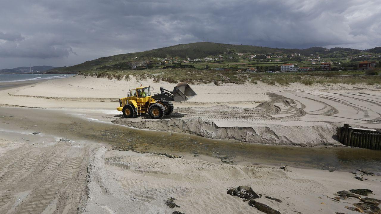 Imagen de archivo para reponer la arena en la zona de la ría de Barrañán