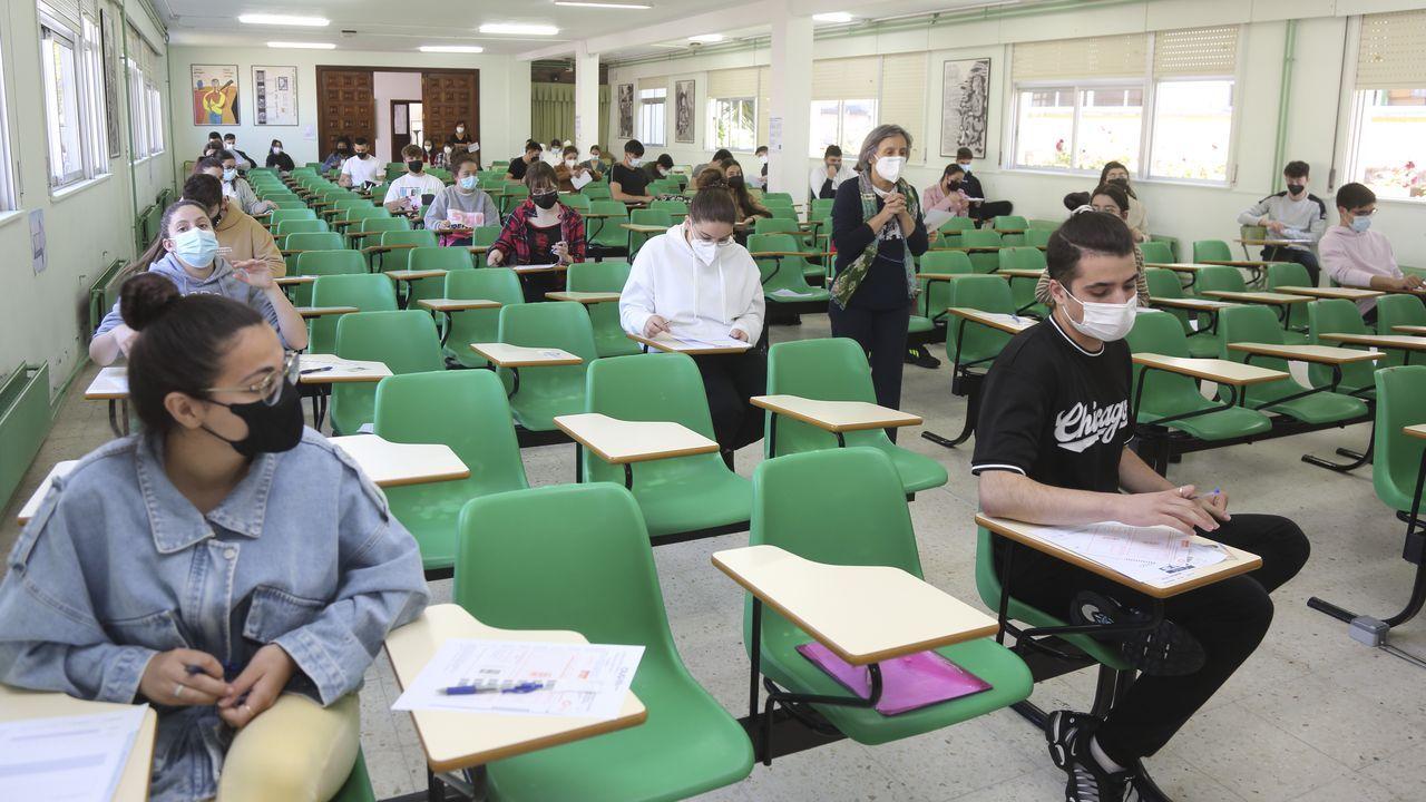 Así transcurrieron los primeros exámenes de selectividad en Cee.El Pequeño Nicolás, a su llegada a la Audiencia Provincial de Madrid
