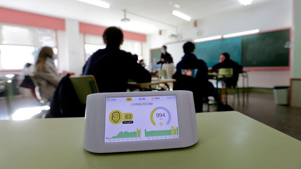 Algunos centros educativos gallegos tienen medidores de CO2. En el caso del IES David Buján de Cambre (en la foto), solo algunas aulas cuentan con el dispositivo, que ya tenía el año pasado