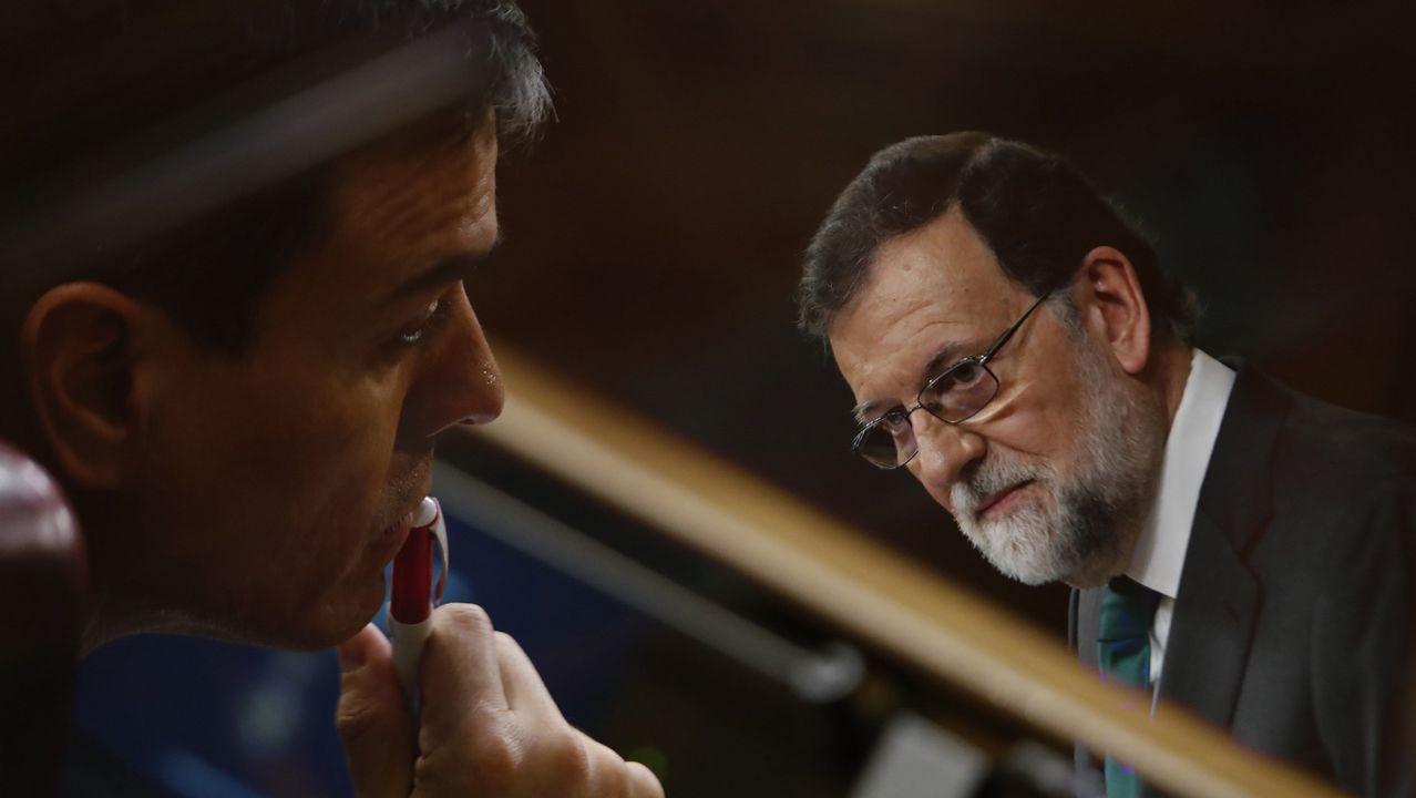 Multiexposición en cámara de Pedro Sánchez secuchando a Mariano Rajoy.