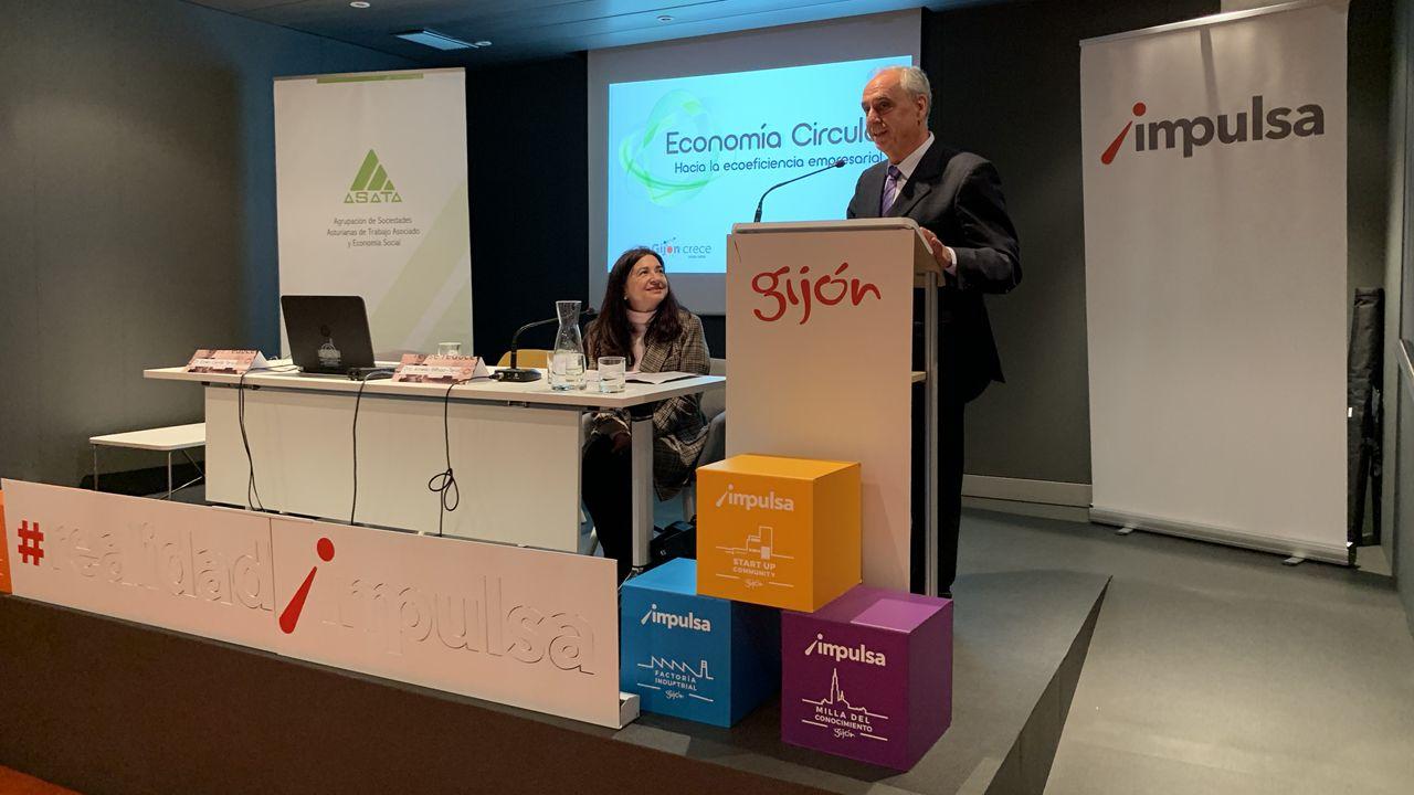 Emilio Cerdá junto con Amelia Bilbao en la primera Jornada sobre Economía Circular organizada por ASATA