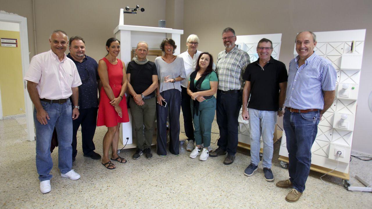 Los profesores de Italia, Grecia y Alemania que participan en el proyecto visitaron ayer el CIFP Ferrolterrra para conocer su prototipo de casa inteligente